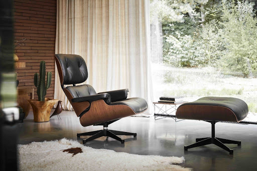 Image of mid-century modern office chair designed by the Eameses.